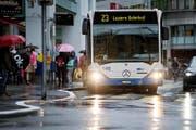 Das vergrösserte Trottoir links bei der Haltestelle Löwenplatz zwingt Busse dazu, einen Schwenk zu machen. (Bild Pius Amrein)