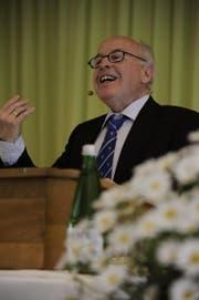 Der Träger des Dätwyler-Preises 2014, Felix Aschwanden, bei seiner Dankesrede. (Bild: Urs Hanhart)