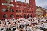 So wie hier in Basel, soll das «White Dinner» auch in der Stadt Luzern an einem sehr zentralen Stadt in der Innenstadt über die Bühne gehen. (Symbolbild) (Bild: whitedinnerbasel.ch)