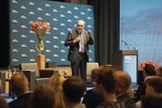 Bundesrat Guy Parmelin referierte gestern in der Braui Hochdorf vor rund 500 Zuschauern. (Bild: Eveline Beerkircher (15. November 2017))