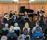Stimmführer des Luzerner Sinfonieorchesters mit dem Pianisten Oliver Schnyder im Queen-Victoria-Saal des Hotels Pilatus Kulm.