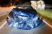 Dieses Auto erlitt beim Zusammenstoss Totalschaden. (Bild: Luzerner Polizei)