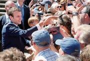 Begehrtes Fotosujet: ein Schnappschuss mit dem Präsidenten. (Bild: Getty (Le Touquet-Paris-Plage, 11. Juni 2017))