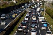 Der Regierungsrat von Zug hat sich positiv zum Konzeptbericht Mobility Pricing des Bundesrates geäussert. (Bild: Keystone/Laurent Gillieron)
