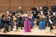 Beethovens Violinkonzert ohne Dirigent: Arabella Steinbacher musiziert als Solistin mit den Festival Strings Lucerne im Konzertsaal des KKL. (Bild Roger Grütter)