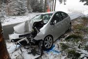 Frontalkollision mit einem Baum in Hohenrain: Der tödliche Verkehrsunfall ereignete sich auf der Nebenstrasse Ibenmoos im Ortsteil Kleinwangen. (Bild: PD)
