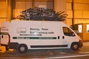 Da war wohl das eine oder andere Velo zuviel auf dem Dach. Der polnische Lieferwagen war sprichwörtlich bis oben hin voll. (Bild: Kapo Nidwalden)