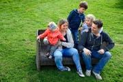 Christoph und Mirjam Wiederkehr freuen sich mit den Kindern Kian (5), Amie (4) und Alea (1) auf ihren ersten Stadtlauf. (Bild Nadia Schärli)
