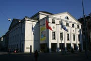 Wie sah das Gebäude gegenüber vom Luzerner Theater aus, da, wo heute eine Wiese vor der Jesuitenkirche ist? (Archivbild René Meier/Zisch)