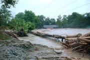 Solche Bilder wie im Jahr 2005, als grosse Teile Sarnens überflutet wurden und das Trassee der Zentralbahn wegspült wurde, soll es nicht mehr geben. (Archivbild Neue OZ)