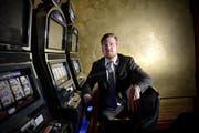 Philippe Girardin von der Zuger Firma Cisnet sorgt mit einer neuen Software für mehr Sicherheit in den Casinos. (Bild: Nadia Schärli)