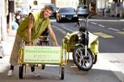 Mobil, schnell und freundlich: Severin Mattes bringt Lebensmittel vom «Quartierlade» in Luzern direkt zum Kunden nach Hause. (Bild Nadia Schärli)