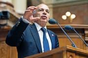 Finanzminister Ueli Maurer (SVP), hier letzte Woche im Nationalrat, muss bis 2019 mehrere Milliarden sparen. (Bild: Keystone/Alessandro della Valle)