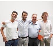 Die Gewinner des Publikumspreises v.l.n.r.: Dominik Wenger und Adrien Noirjean (raumfalter Architekten), Martin Kopp Leiter Immobilien der Gemeinde Horw) und Harry van der Meijs (Architekt) (Bild: PD)