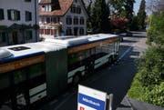 Auf der Artherstrasse in Zug zwischen Mänibach und Fridbach soll eine «elektronische Busspur» entstehen. (Bild Werner Schelbert/Neue ZZ)