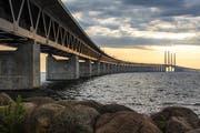 Der Interrail-Pass ist das unkomplizierte Bahnticket, mit dem man von einem Land ins andere fährt. So etwa über die Öresundbrücke, die Dänemark mit Schweden verbindet.