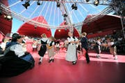 Die Seerose als Dreh- und Angelpunkt kultureller Veranstaltungen, wie sie es anlässlich des letztjährigen Gästivals war: Dieses Ziel verfolgt der Vitznauer Verein Muth. Unser Bild zeigt den «Urner Tag» in Flüelen. (Bild Urs Hanhart)