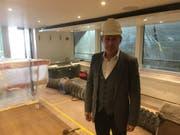 Stefan Schulthess, Direktor der Schifffahrtsgesellschaft Vierwaldstättersee (SGV) bei der Schiffsbesichtigung. (Bild: Marc Benedetti)