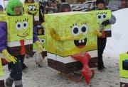 Sie saugen die Kälte auf: Die Basisstufe Menzberg als Trickfilmfiguren Spongebob (Schwammkopf). (Bild Anton A. Oetterli/Neue LZ)