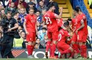 Steht ein Spiel der englischen Premier League im Fokus der Kamera, kostet das viel Geld. Im Bild bejubeln Spieler des FC Liverpool ein Tor. (Bild: EPA/Will Oliver)