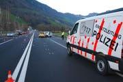 Der Unfall auf der A8 führte zu Stau im Feierabendverkehr. (Bild: Kapo Obwalden)
