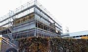Das neue Schulhaus lässt die Verschuldung stark zunehmen. (Bild: Werner Schelbert (Neuheim, 5. November 2017))