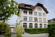 Das Schulhaus Hofmatt in Horw. (Bild: Archiv Pius Amrein / Neue LZ)
