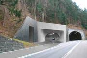 Das geplante neue Tunnelportal auf dem Gemeindegebiet von Morschach, rechts die alte Axenstrasse. (Bild: PD)