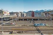 Die Idee eines Bushofs über den Rangiergleisen beim Bahnhof kommt seit den 1990er-Jahren immer wieder aufs Tapet. (Bild: Nadia Schärli (Luzern, 26. Oktober 2017))