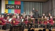 Die Musikgesellschaft Menzingen lieferte eine tolle Show, inklusive «Fernseher» (vorne links). (Bild: Christian H. Hildebrand (18. März 2018))