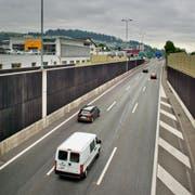Die Autobahn aus dem gleichen Blickwinkel vom heutigen Nordportal des Tunnels Schlund aus gesehen. (Bild Pius Amrein)