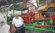 Senior und Junior von Rotz mit einem ihrer Oldtimer an der Forstmesse, einem Schilter der Maschinenfabrik Stans mit Baujahr 1974. (Bild: Pius Amrein (Luzern, 17. August 2017))