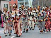 Traditionelle Figuren – sogenannte «Röllis» – am Fasnachtsumzug 2017 in Mels. (Bild: Ignaz Good/«Sarganserländer»)