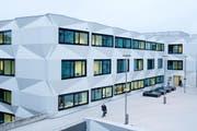 Das Hauptgebäude der Uni Luzern. Wie gross ist das Interesse der Studenten an der neuen Wirtschaftsfakultät? (Archivbild Dominik Wunderli)