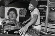 Der DJ als Künstler: Larry Levan in der Paradise Garage, New York, 1979. (Bild: Bill Bernstein, David Hill Gallery)