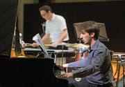 Pianist Eugène Carmona bearbeitete sein Instrument auch mal wie eine Computertastatur. (Bild: Corinne Glanzmann)