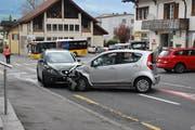 Wegen überhöhter Geschwindigkeit ist ein 81-Jähriger mit seinem Fahrzeug auf die Gegenfahrbahn der Sarnerstrasse geraten. Er prallte daraufhin mit einem entgegenkommenden Fahrzeug zusammen.