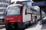 Die betriebseinstellung der S24 zwischen Zug und Horgen wird heftig kritisiert. (Bild Werner Schelbert)