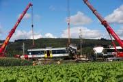 Beim Zugunglück in Granges-près-Marnand zwischen Moudon und Payerne kam ein Lokomotivführer ums Leben. (Bild: Keystone/Salvatore di Nolfi)