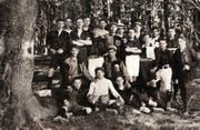 Die Gründungsmannschaft des FC Kickers 1907 auf der Luzerner Allmend, beim Eichwäldli. (Bild: Festschrift «75 Jahre Fussballclub Kickers Luzern»)