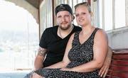 Fabienne Willi und Alain Strüby heiraten heute. Hier sind sie im Bootshaus beim Hotel Seeburg zu sehen. (Bild: Isabelle Jost (6. Juli 2017))