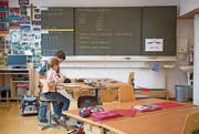 Der Lehrplan 21 orientiert sich an Kompetenzen. Unser Bild zeigt eine Archivaufnahme der Schule Finstersee. (Bild: Maria Schmid (4. Mai 2016))