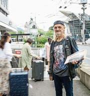 Peter Kagelmacher (62) verkauft die «Gasseziitig» regelmässig. (Bild: Roger Grütter (Luzern, 4. September 2017))