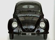 Der VW 38 aus dem Jahr 1938 mit einer aussen angebrachten Hupe und glattflächiger Stossstange. (Bild: Prestel)