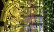 Blick in den Server-Raum einer Zürcher Firma: Wie sicher sind die Daten gespeichert? (Bild: Gaetan Bally/Keystone (4. Juli 2017))
