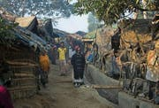Rohingya-Flüchtlinge im Flüchtlingscamp Kutupalong bei Cox's Bazar. Experten fürchten, dass Anwerber extremistischer Terrorgruppen in den Flüchtlingslagern in Bangladesch Angehörige der muslimischen Rohingya-Minderheit für den Dschihad rekrutieren könnten. (Bild: Allison Joyce/Getty (17. Januar 2017))