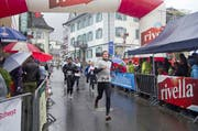 Vor einem Jahr war der Gersauer Silvesterlauf geprägt von Dauerregen. (Bild Erhard Gick)