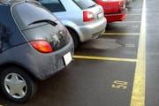 Die GLP, Grüne und SP verlangen, das städtische Carparkierungskonzept ohne das geplante Parkhaus auszuarbeiten. (Symbolbild) (Bild: Archiv Neue LZ)