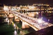 Impression vom September 2015 aus Basel: Über 5500 Personen nahmen damals am White Dinner teil. (Bild: whitedinnerbasel.ch)