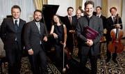 Eine grosse Aufgabe bewältigt: Pianist Oliver Schnyder (vorne rechts) mit dem Luzerner Sinfonieorchester. (Bild: Eveline Beerkircher/LZ)